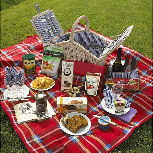 Traditional Classic Picnic Hamper